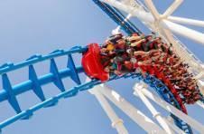 Thumbnail Adrénaline garantie avec les montagnes russes du parc d'attraction