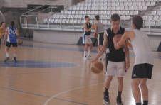 Thumbnail entraînement de basket pour ados, lors de notre camp d'été