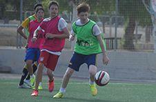 Thumbnail nos étudiants internationaux jouant avec des joueurs espagnols