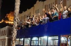 Thumbnail nos étudiants dans un bus touristique