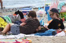 Thumbnail les étudiants se relaxant lors de la journée plage