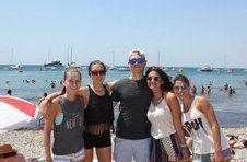 Thumbnail groupe d'étudiants de l'ISC Spain sur la plage de l'île de Tarbaca