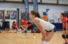 Thumbnail nos campeurs jouant au volley