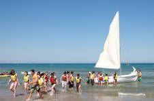 Thumbnail les étudiants de l'ISC Spain sur un voilier à une plage d'Alicante