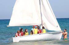 Thumbnail ISC Spain campeurs navigant avec un voilier