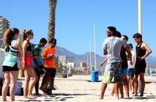 Thumbnail une équipe de Volley dans notre colonie d'été en Espagne.